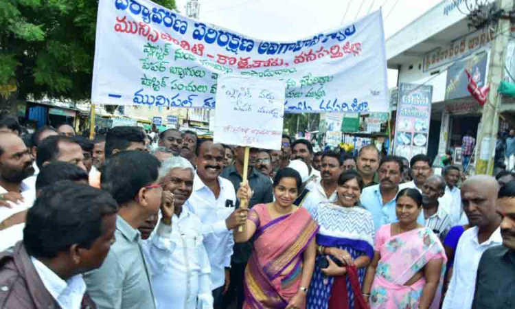 People rally against plastic use in Wanarparthy