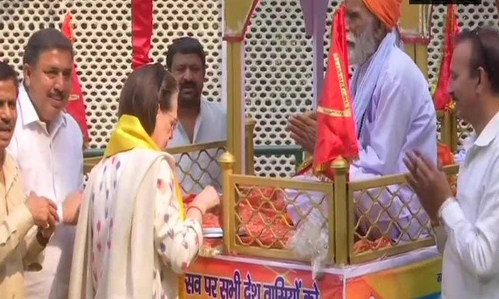 Delhi: Sonia Gandhi performs rituals of