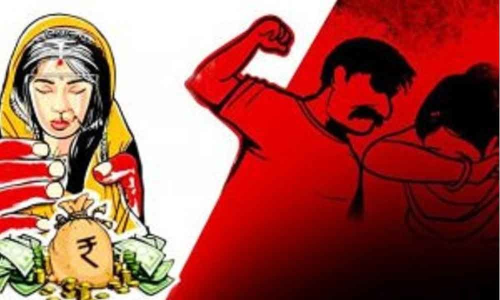 NRI husband blackmails wife with pics over dowry