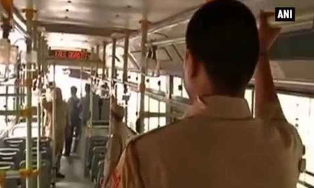 Bus marshal saves a girl from a kidnapper, praised in New Delhi