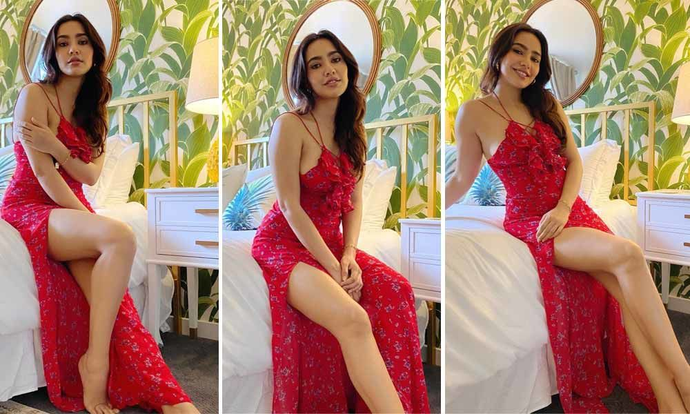 Photo of the Day: Neha looks sensuous in red!