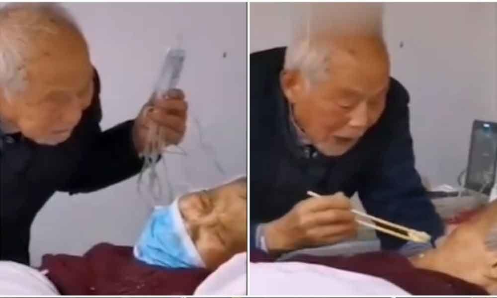 87-Year-Old Man Feeding Coronavirus-Infected Wife in Hospital, Incident wins netizens Heart