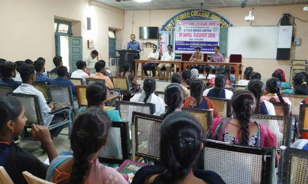 Siddipet: 33 students of Siddipet Degree and PG College bagged jobs in Hetero Drugs