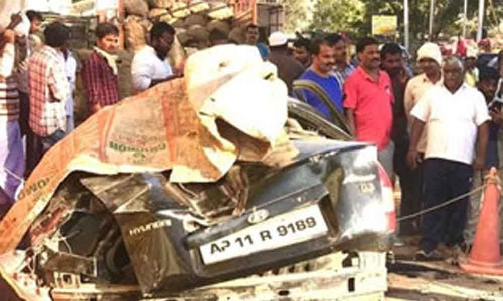 1 killed, 5 injured after car falls from flyover in Hyderabad
