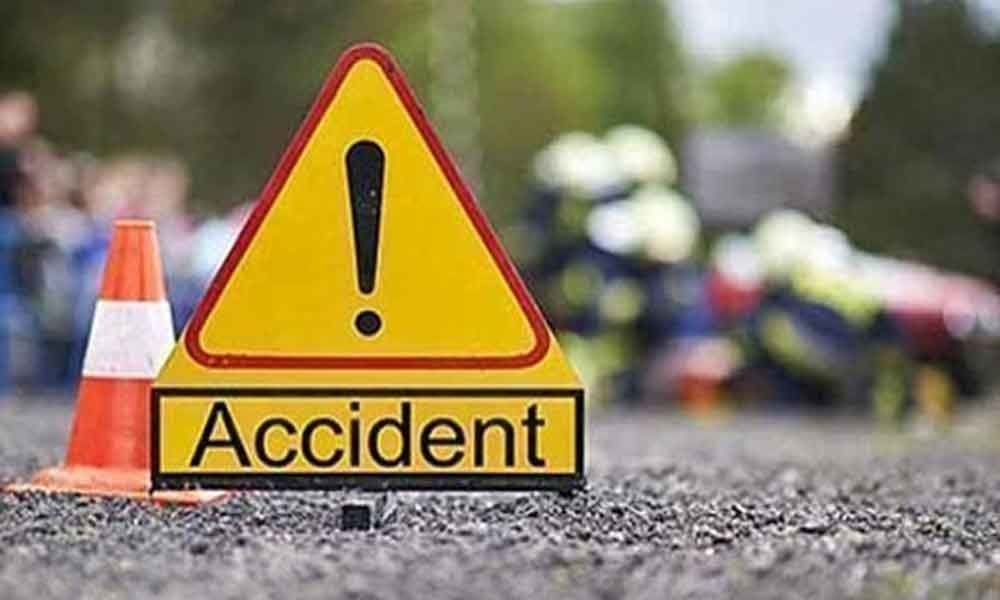 6 killed in SUV-bus collision on Lucknow-Agra Expressway