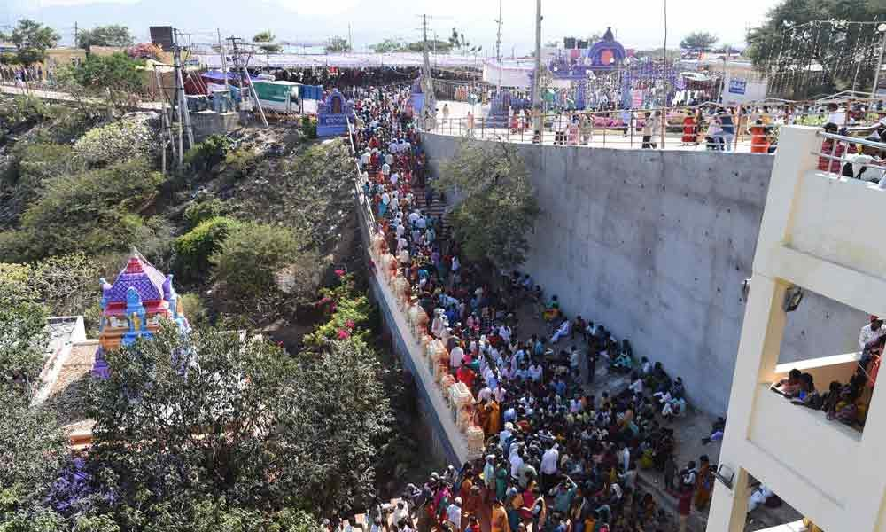 Guntur: Lakhs of devotees throng Trikoteswara Swamy temple