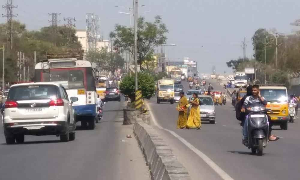Hyderabad: Road crossing is risky affair in Old City
