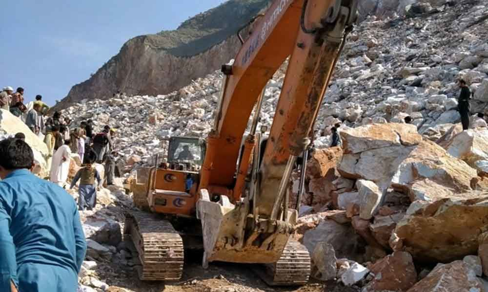 10 dead, 30 trapped in Pak marble quarry