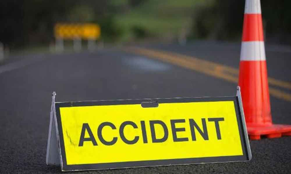 One dies, nine severely injures after a van rams into tree in Krishna district