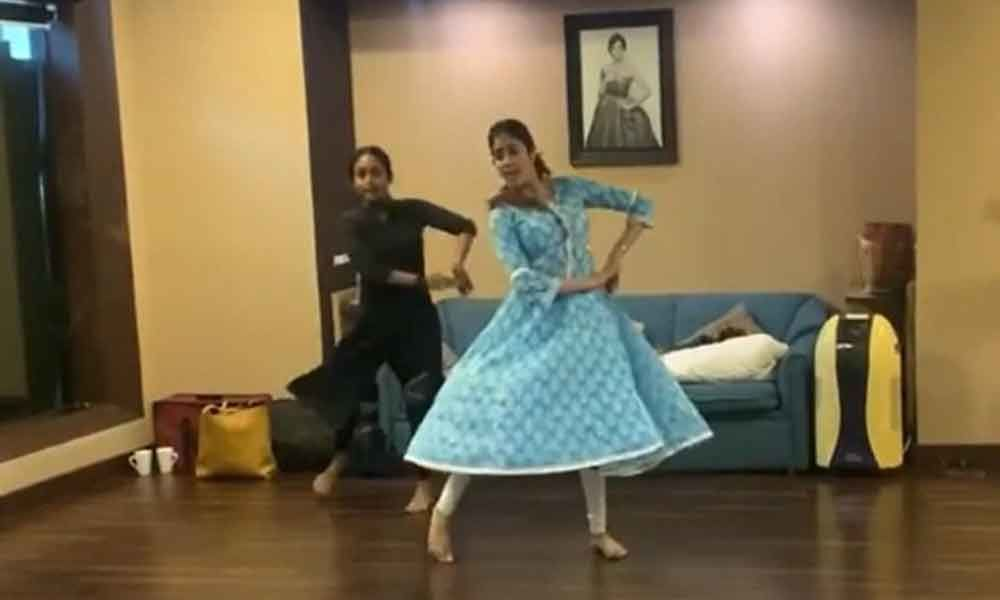 Janhvi Kapoor Kills It With Her Amazing Dance Performance