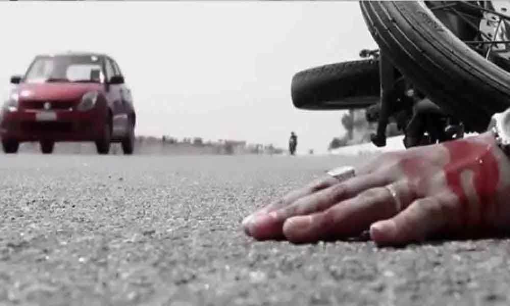 2 killled in road accident in Khammam