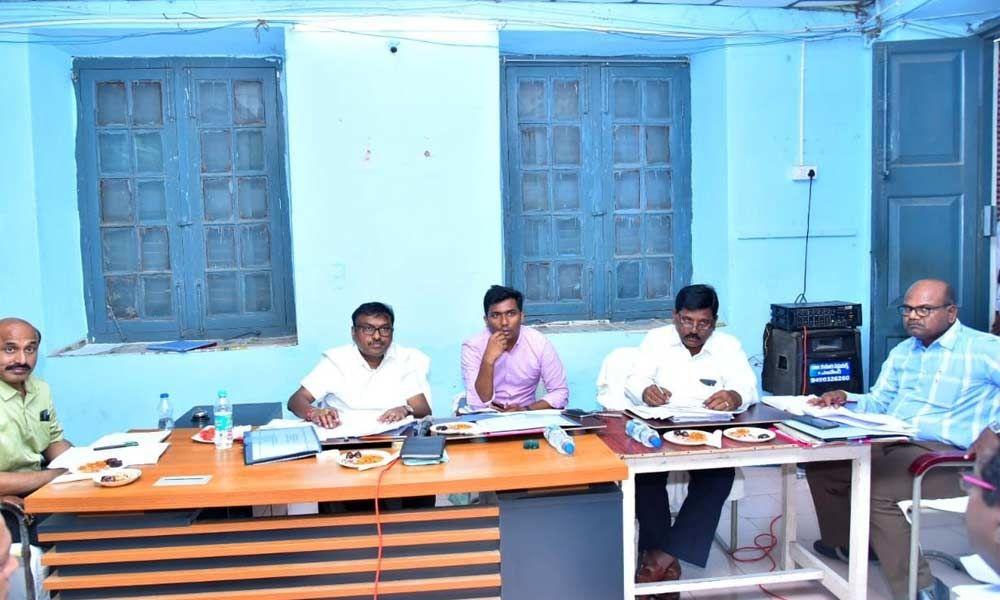 Markapuram: Officials told to expedite Veligonda works