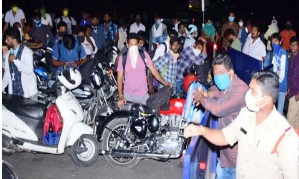 Coronavirus lockdown: Andhra natives blocked at borders, shifted to quarantine later