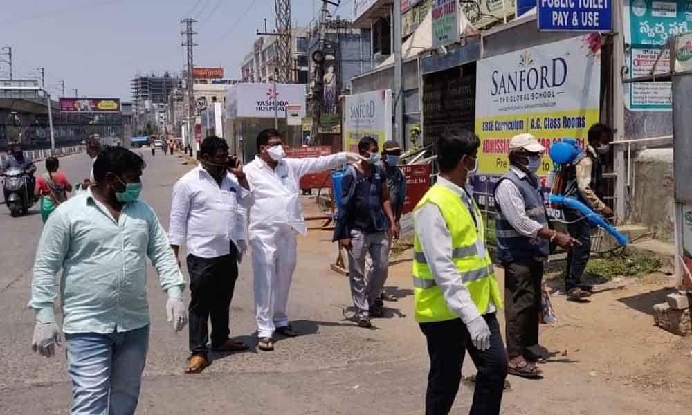 Hyderabad: Anti-Corona steps checked by corporator Janaki Ramaraju in Kukatpally