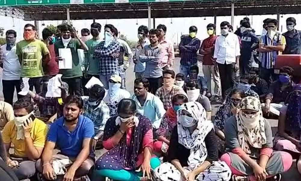 Kurnool: People from Telangana, AP stranded at toll plaza