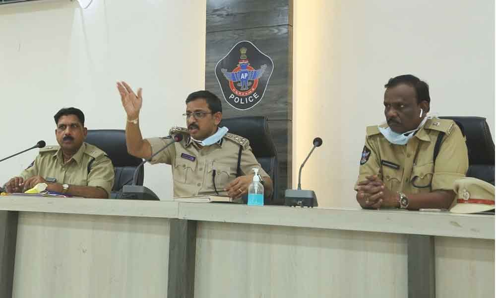 Guntur: Urban Superintendent of Police PHD Ramakrishna says to maintain social distance in the Rythu Bazaars