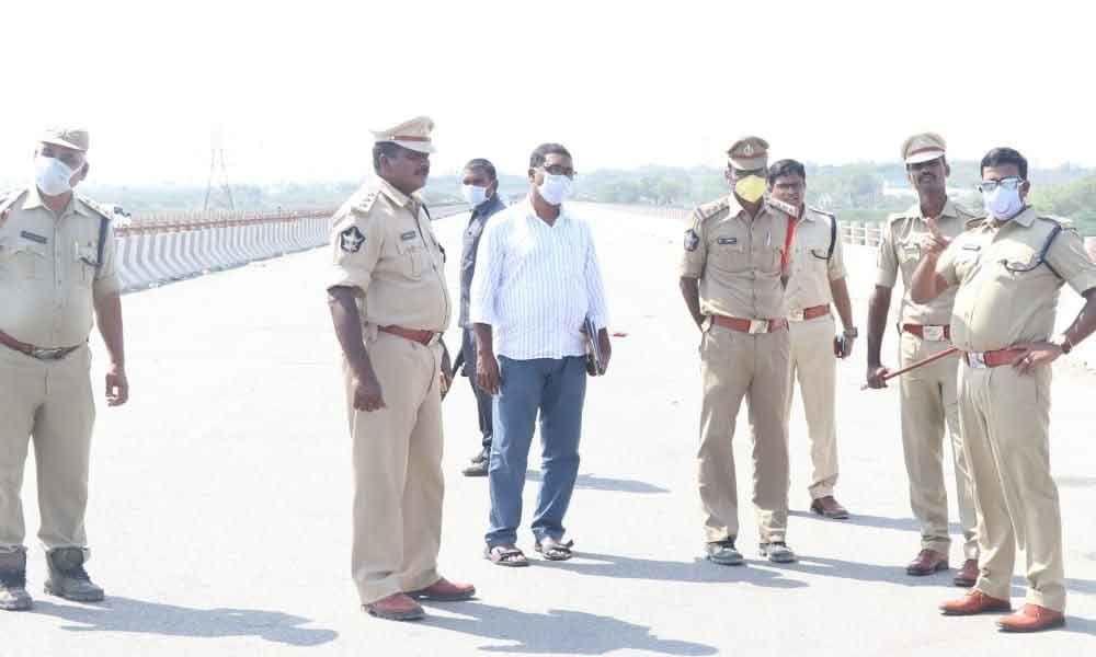 Guntur: Four check-posts set up at State borders