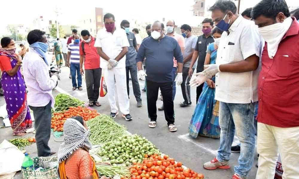 Karimnagar: Minister Gangula Kamalakar angry with people for not maintaining social distance