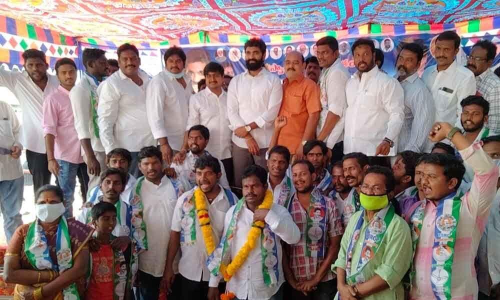 Rajamahendravaram: Many join YSRCP in Dowleswaram