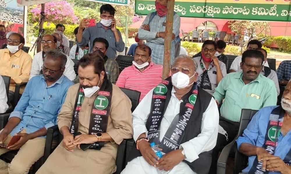 Former MPs V Hanumantha Rao and G V Harsha Kumar extending their support to Ukku stir in Visakhapatnam on Friday