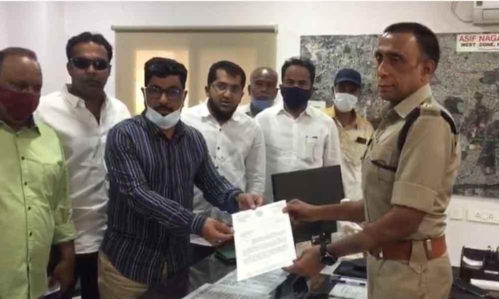 MLA Jaffer Hussain Merajlodging a complaint with Asifnagar ACP Siva Marutiagainst Mahant Swami YatiNarasinghanandSaraswati of Dasna Devi temple of Ghaziabad