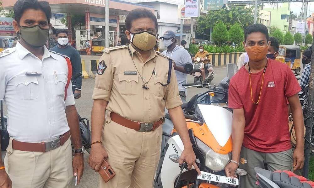 Rajamahendravaram: Special drive to check number plate tampering