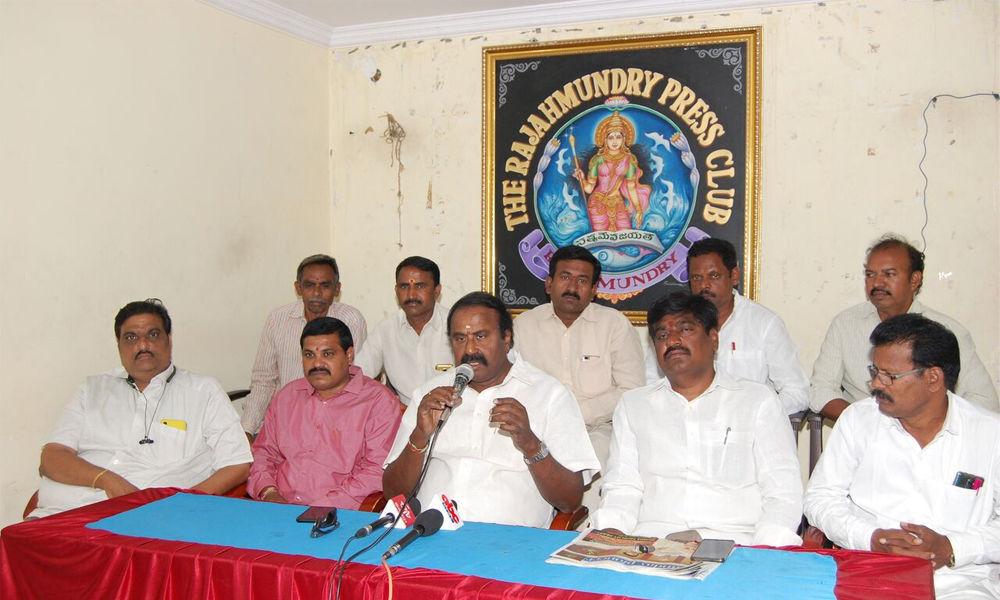 Voting for YSRCP benefits KCR, says Ganni Krishna