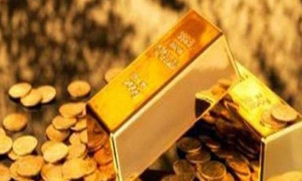 Gold prices fall by Rs 100 on low jewellers demand