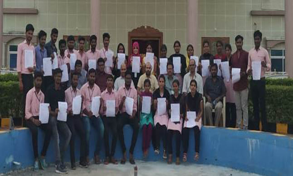 Bomma Engineering College students secure jobs in ICICI Bank