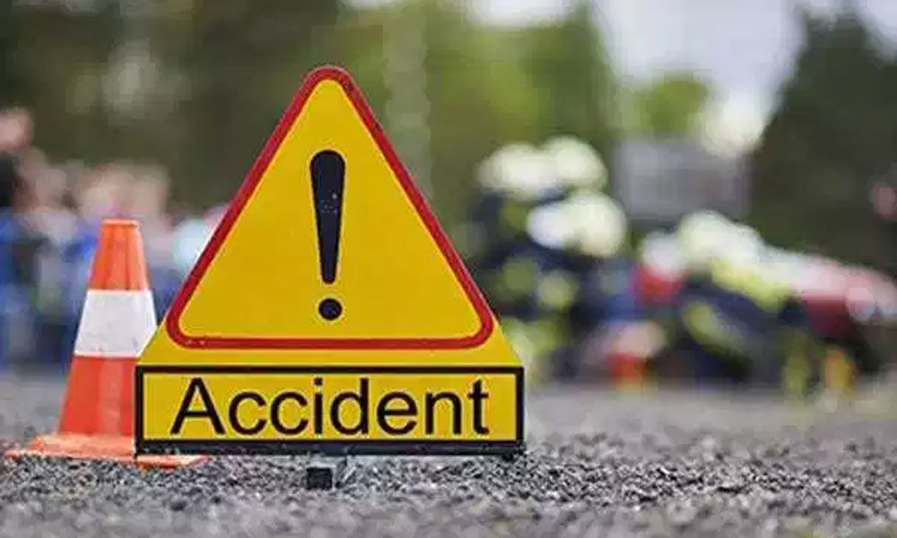 2 killed after truck rams into tree in UP