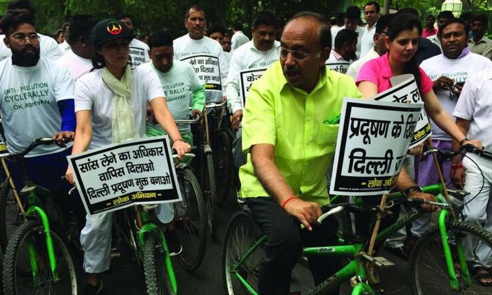 Goel slams AAP over air pollution
