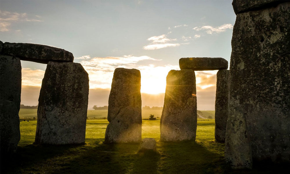 Study of pig bones shows Stonehenge feasters came from far and wide