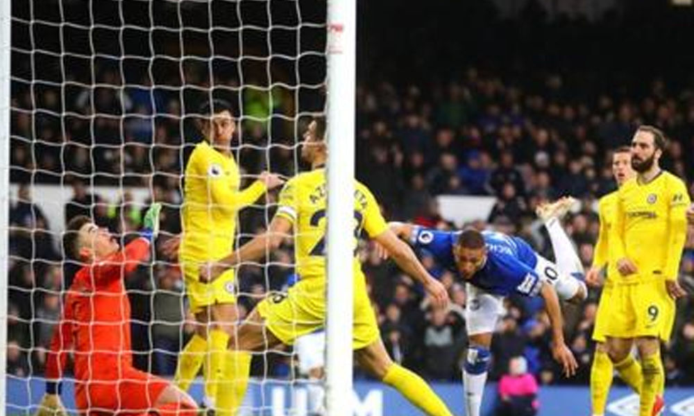 Everton nets two goals to dent Chelseas UCL ambitions