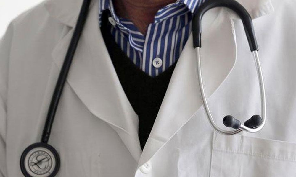 Cops detain TV journalist for blackmailing doctor