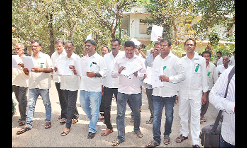 200 farmers to file nominations in protest