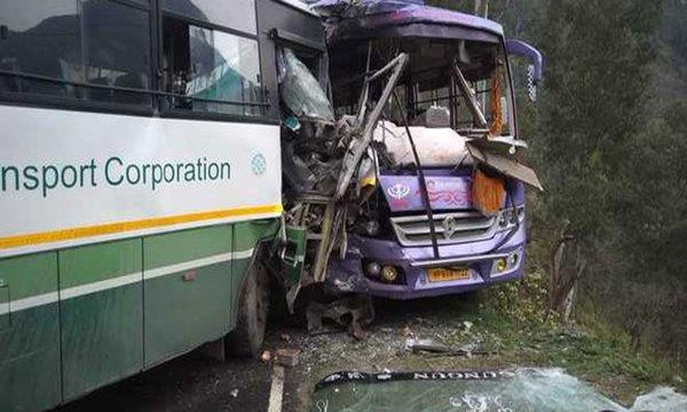 Fifteen injured as two buses collide in Shimla