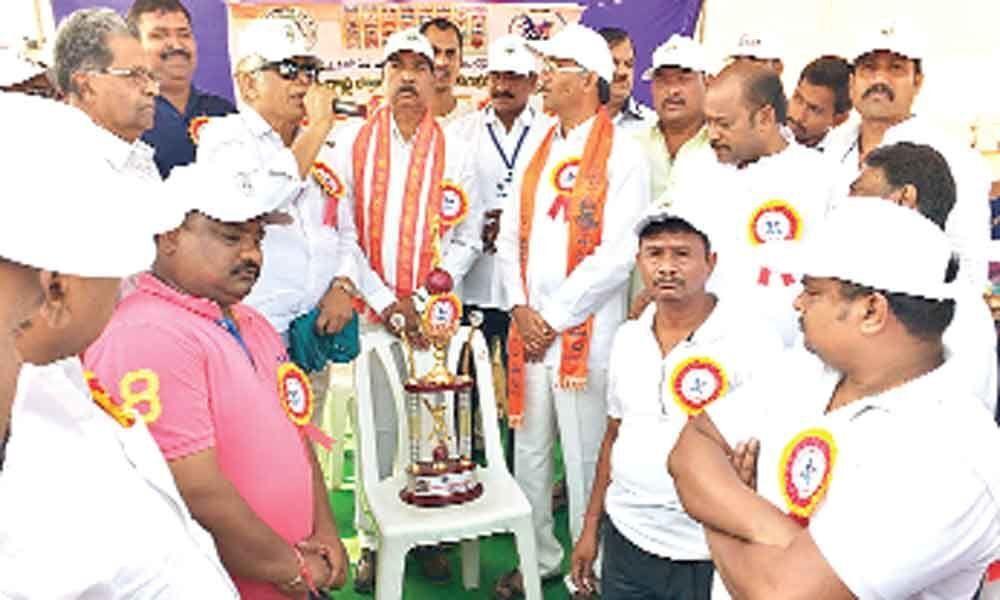 Batraju Yuvajana holds Premier League III