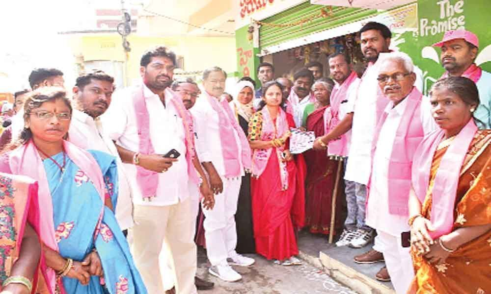 Spouse campaigns for Marri Rajasekhar