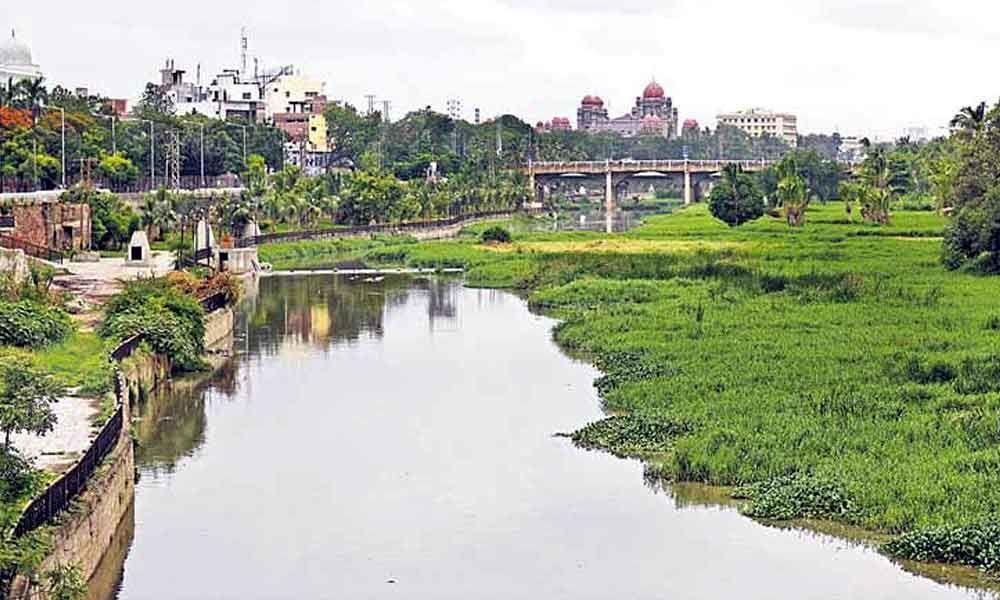 MA&UD Principal Secretary inspects Musi River