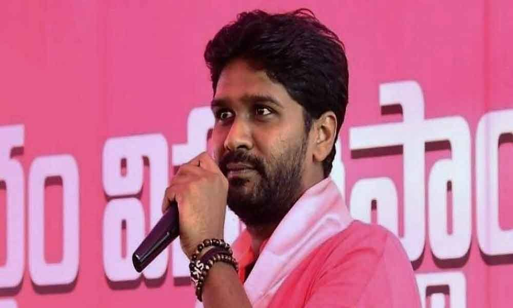 Saraswathi seeks votes for Sai Kiran