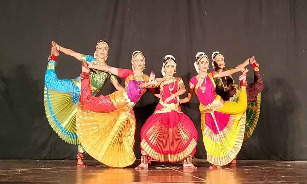 Vrukshah enthralls University Of Hyderabad with traditional dance recital