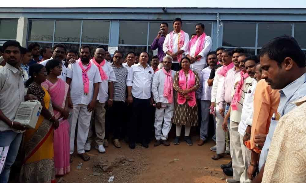 Marri Rajasekhar woos staff of ECIL