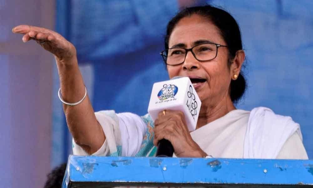 Transferring police chiefs highly arbitrary: Mamata