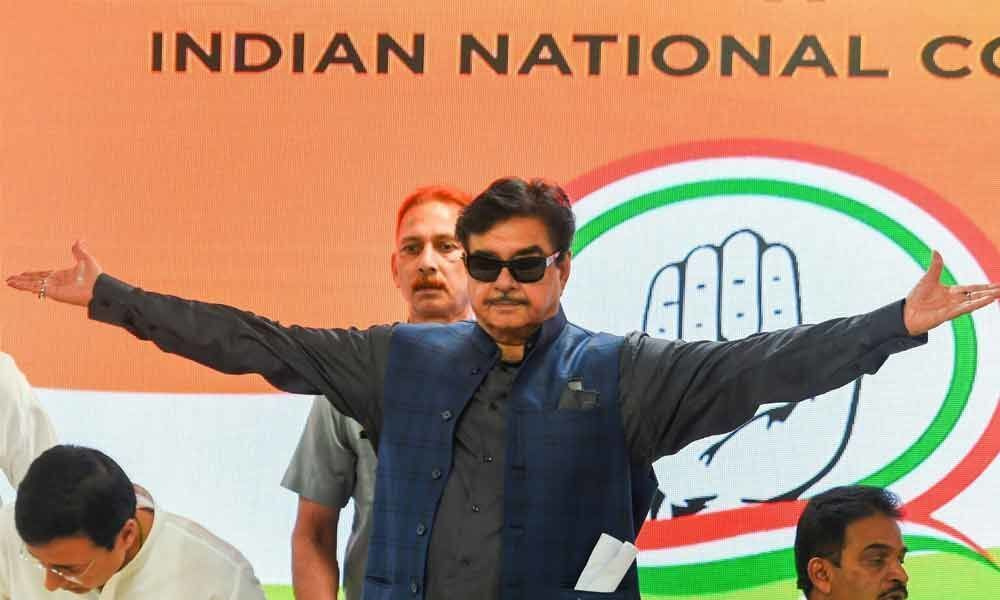 Shatrughan joins Cong on BJPs inception day