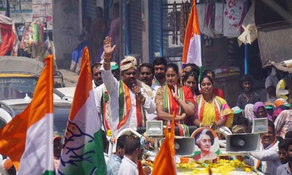 Vijayashanthi flays KCR for cheating people