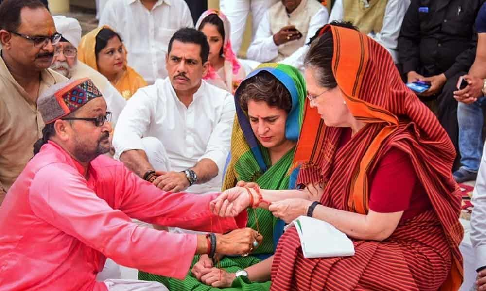 Priyanka asks politicians to learn from mother Sonias devotion to Rae Bareli