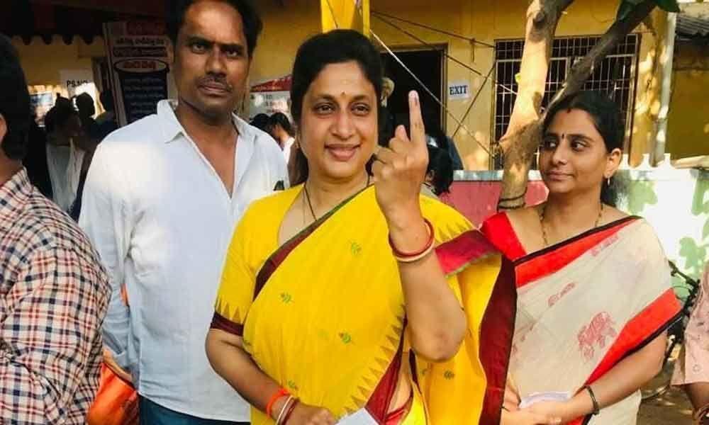 Faulty EVMs hamper polling