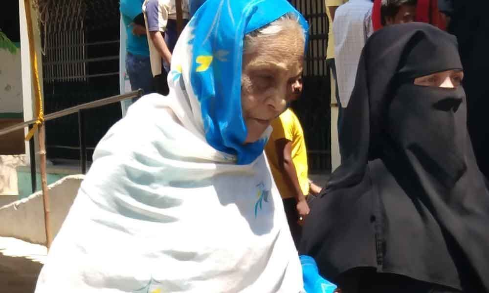 People dare scorching heat to cast their vote