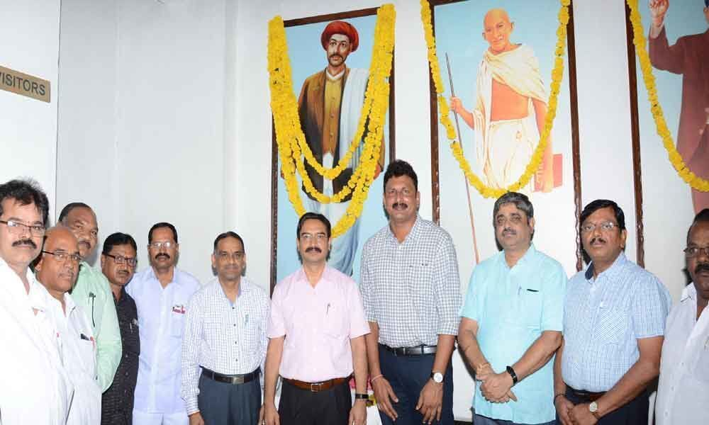 Phule birth anniv fete  held at Bus Bhavan
