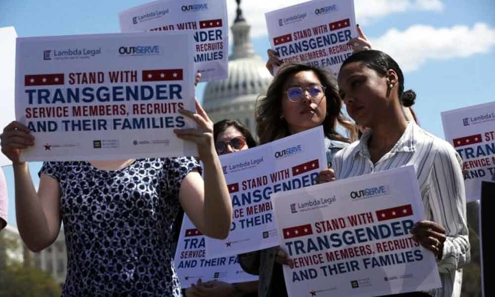 Trumps controversial transgender troop ban takes effect